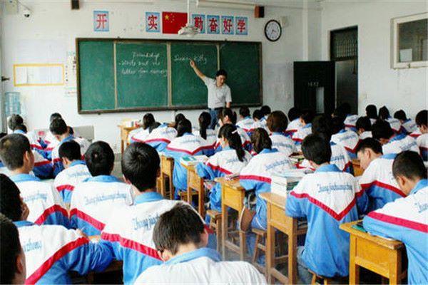 高一新生开启高中阶段新征程,要想取得优势,需要抓住开学适应期